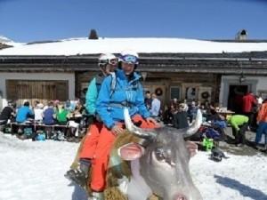 skiclubreizen_monique_en_marijke_op_koe